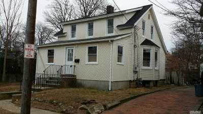 Freeport Single Family Home For Sale: 25 Cottage Ct