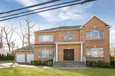 Roslyn Single Family Home For Sale: 26 The Hemlocks