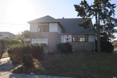 Single Family Home For Sale: 2856 Beach Dr