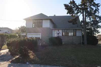 Merrick Single Family Home For Sale: 2856 Beach Dr