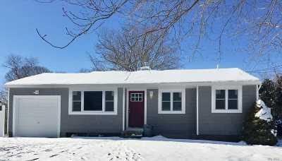 Selden Single Family Home For Sale: 54 Larry Rd