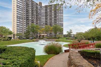 Condo/Townhouse For Sale: 2 Bay Club Dr #21S