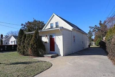 Merrick Single Family Home For Sale: 1640 Baker Ave