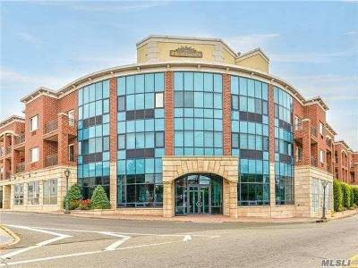 Westbury Condo/Townhouse For Sale: 130 Post Ave #403