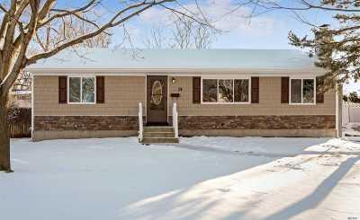 Centereach Single Family Home For Sale: 14 Fairlawn Ln