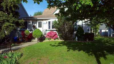 Freeport Single Family Home For Sale: 180 Sweezy Ave