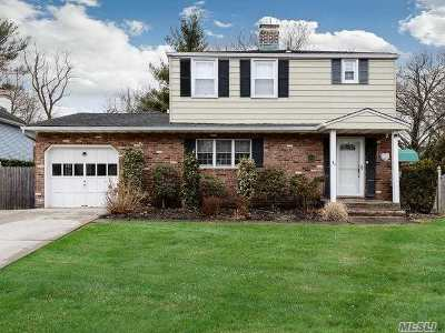 Roslyn Single Family Home For Sale: 21 Cherrytree Ln