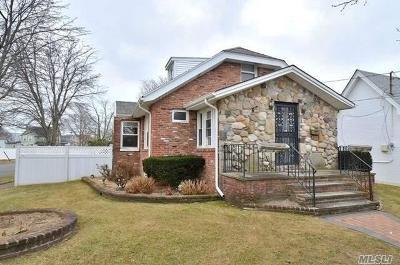 Oceanside Single Family Home For Sale: 219 Anchor Ave