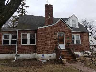 Merrick Single Family Home For Sale: 115 Dobson Ave