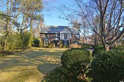 Great Neck Single Family Home For Sale: 7 Strathmore Rd