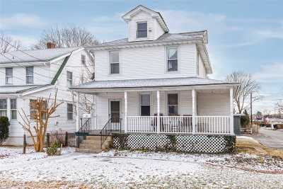 Syosset Single Family Home For Sale: 61 Muttontown