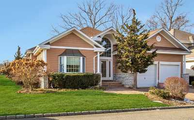 Smithtown Single Family Home For Sale: 82 Redan Dr