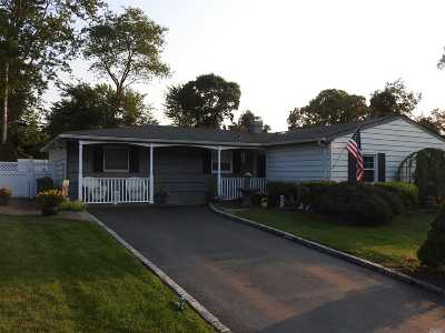 Farmingville Single Family Home For Sale: 6 Somers Ln