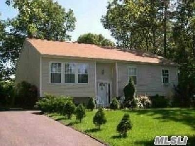 Medford Single Family Home For Sale: 52 Barbara Ln