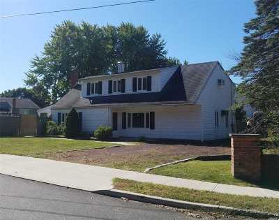 Selden Single Family Home For Sale: 2 Bear St