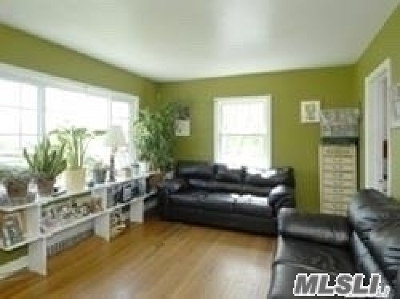 Huntington Single Family Home For Sale: 4 May St