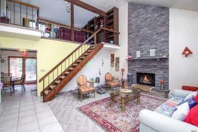 Huntington Single Family Home For Sale: 4 Cardinal Ct