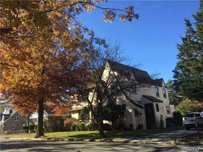 Valley Stream Single Family Home For Sale: 242 Cornwell Ave