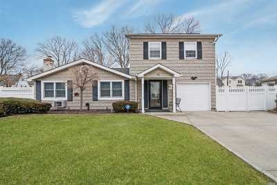 Selden Single Family Home For Sale: 15 Riviera Dr