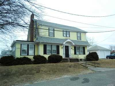 Bay Shore Single Family Home For Sale: 41 3rd Ave