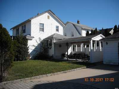 Oceanside Single Family Home For Sale: 493 Farrington Rd