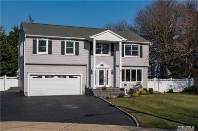 Sayville Single Family Home For Sale: 9 Cele Ct
