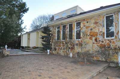 Westbury Single Family Home For Sale: 574 Carman Ave