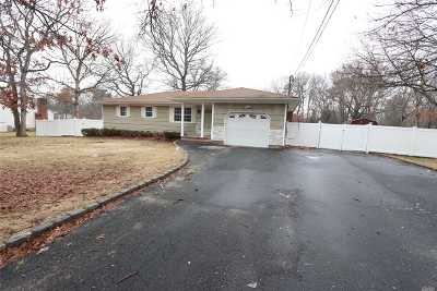 Medford Single Family Home For Sale: 431 Long Island Ave