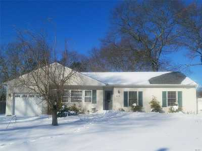 Ronkonkoma Single Family Home For Sale: 307 Parkwood St