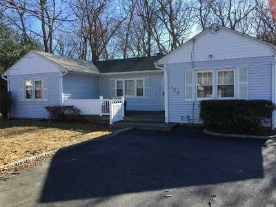 St. James Single Family Home For Sale: 156 Woodlawn Ave
