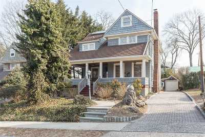 Port Washington Single Family Home For Sale: 11 Lincoln Pl
