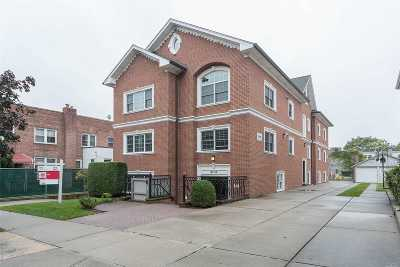 Bayside Condo/Townhouse For Sale: 42-28 214th Pl #2B