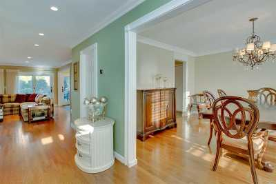 Bay Shore Condo/Townhouse For Sale: 73 Harbour Ln
