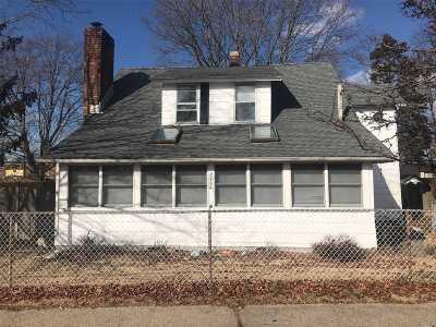 Islip Single Family Home For Sale: 2739 Union Blvd