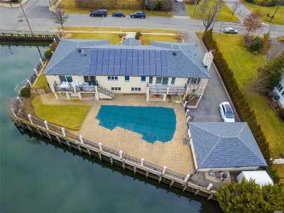 Single Family Home For Sale: 2771 Merrick Ave