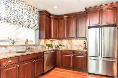 Westbury Condo/Townhouse For Sale: 519 Roosevelt