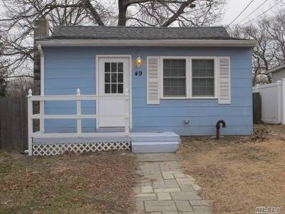 Patchogue Single Family Home For Sale: 49 Denton St