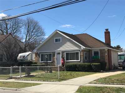 Merrick Single Family Home For Sale: 2600 Wynsum Ave