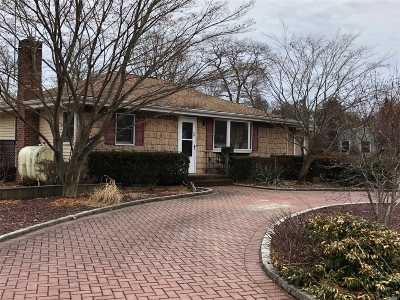 Bay Shore Single Family Home For Sale: 14 Muncey Rd
