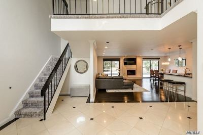Jericho Condo/Townhouse For Sale: 26 Club House Ct