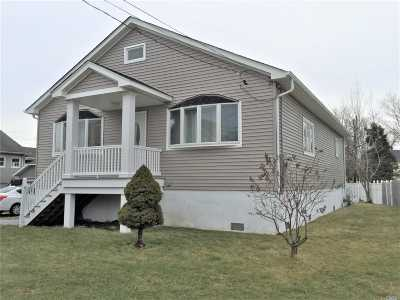 Patchogue Single Family Home For Sale: 2 Leo St