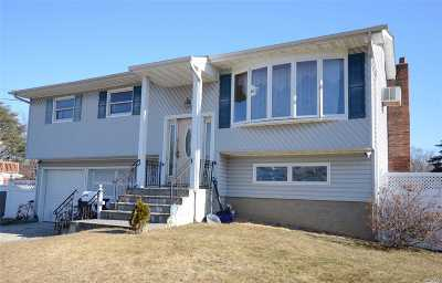 Bay Shore Single Family Home For Sale: 26 Circle Ln