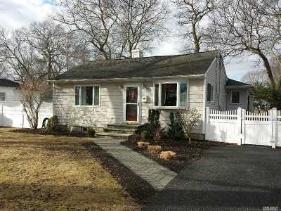 East Islip Single Family Home For Sale: 24 Pequot Ln
