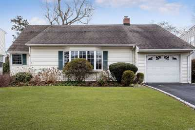 Syosset Single Family Home For Sale: 16 Winthrop Ave