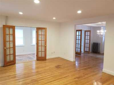 Lynbrook Single Family Home For Sale: 19 Oakland Ave