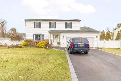 Sayville Single Family Home For Sale: 42 Claire Ln