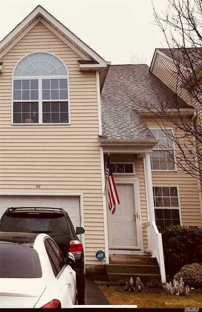 Medford Condo/Townhouse For Sale: 52 Crossbar Rd