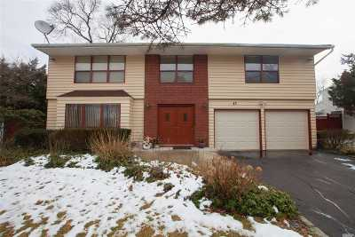 Hauppauge Single Family Home For Sale: 43 Appletree Dr