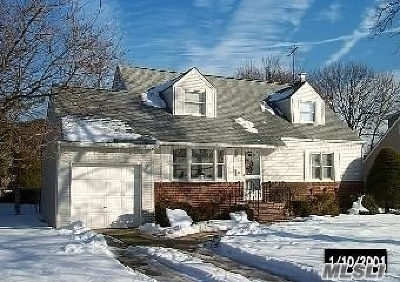 East Meadow Single Family Home For Sale: 275 Green Valley Rd
