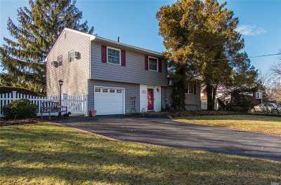 Selden Single Family Home For Sale: 22 Catherine Dr